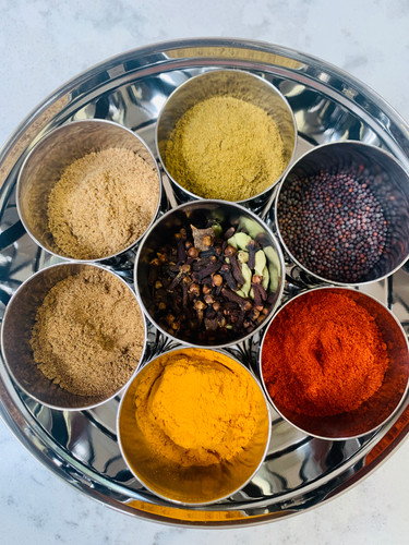 Spice tins for Indian food: curries, masala