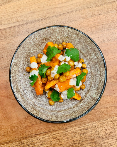 Salad of roasted carrots with crunchy chick peas, coriander and lemon and yoghurt dressing