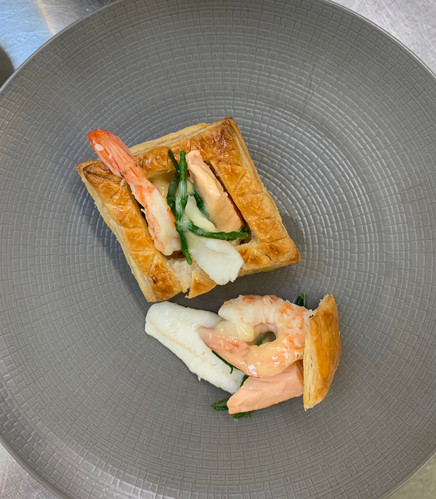 Canape vol-au-vent sea food prawn white fish salmon puff pastry beurre blanc