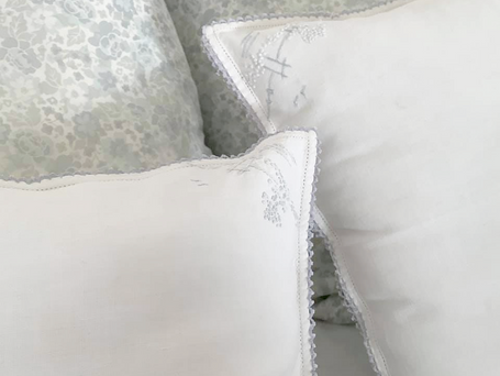 Quick And Easy Accent Pillow From Vintage Napkins