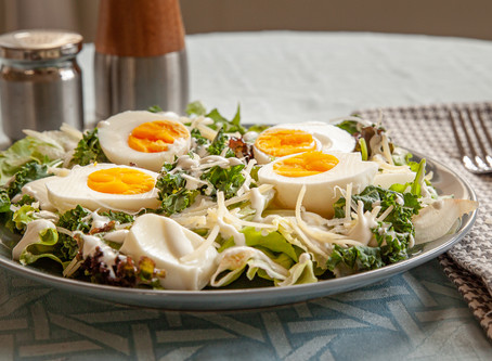 Salada da Rê com molho de gorgonzola (low carb, sem glúten e keto)