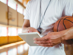 Μη στοιχειοθέτηση ασυμβιβάστου μεταξύ της ιδιότητας του αθλητή και της ιδιότητας του προπονητή