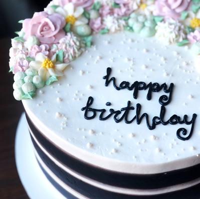 Black and White Floral Cake.jpg