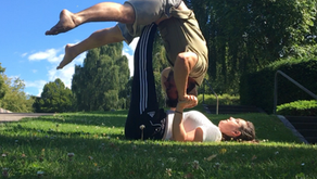 5 Acroyoga Poses for Complete Beginners