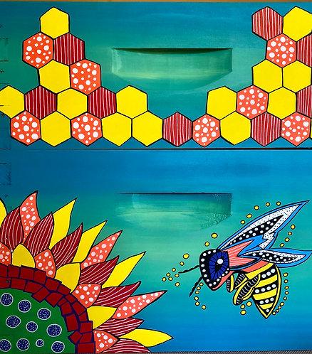 Primitive Bee and Primitive Comb Home Set