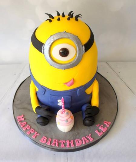 Giant Minion Cake with cupcake