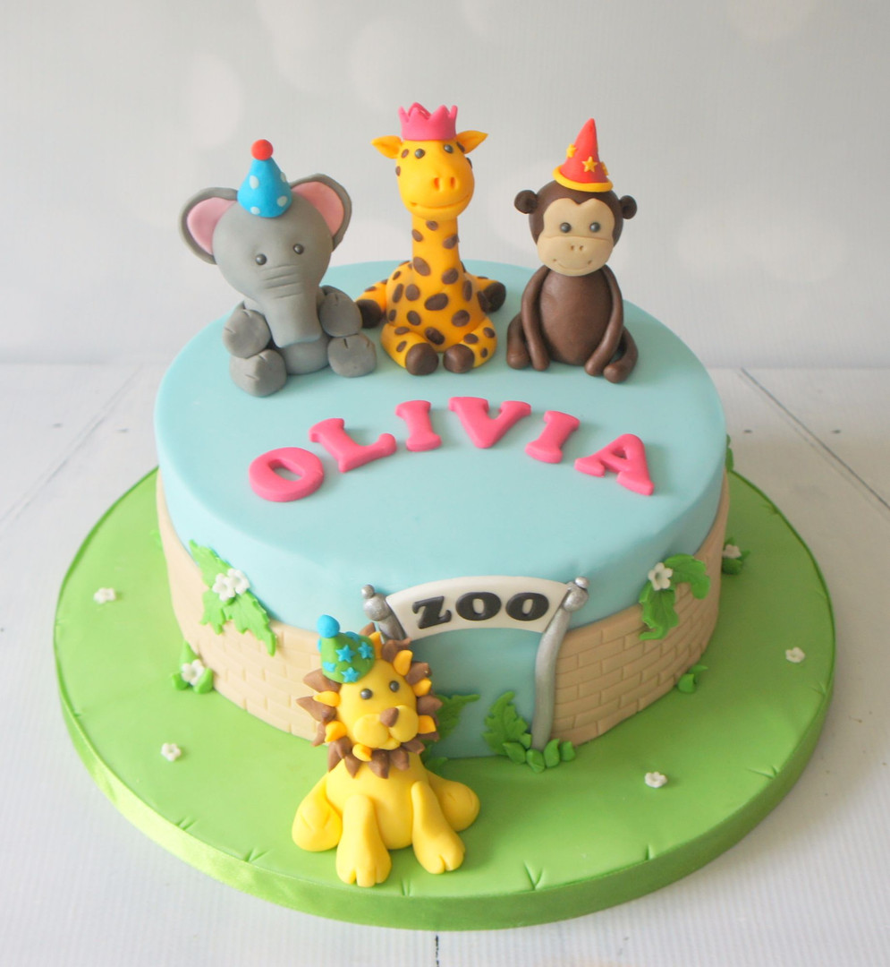 Zoo Cake with animal figures