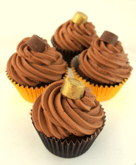 Chocolate Rolo Cupcake.jpg