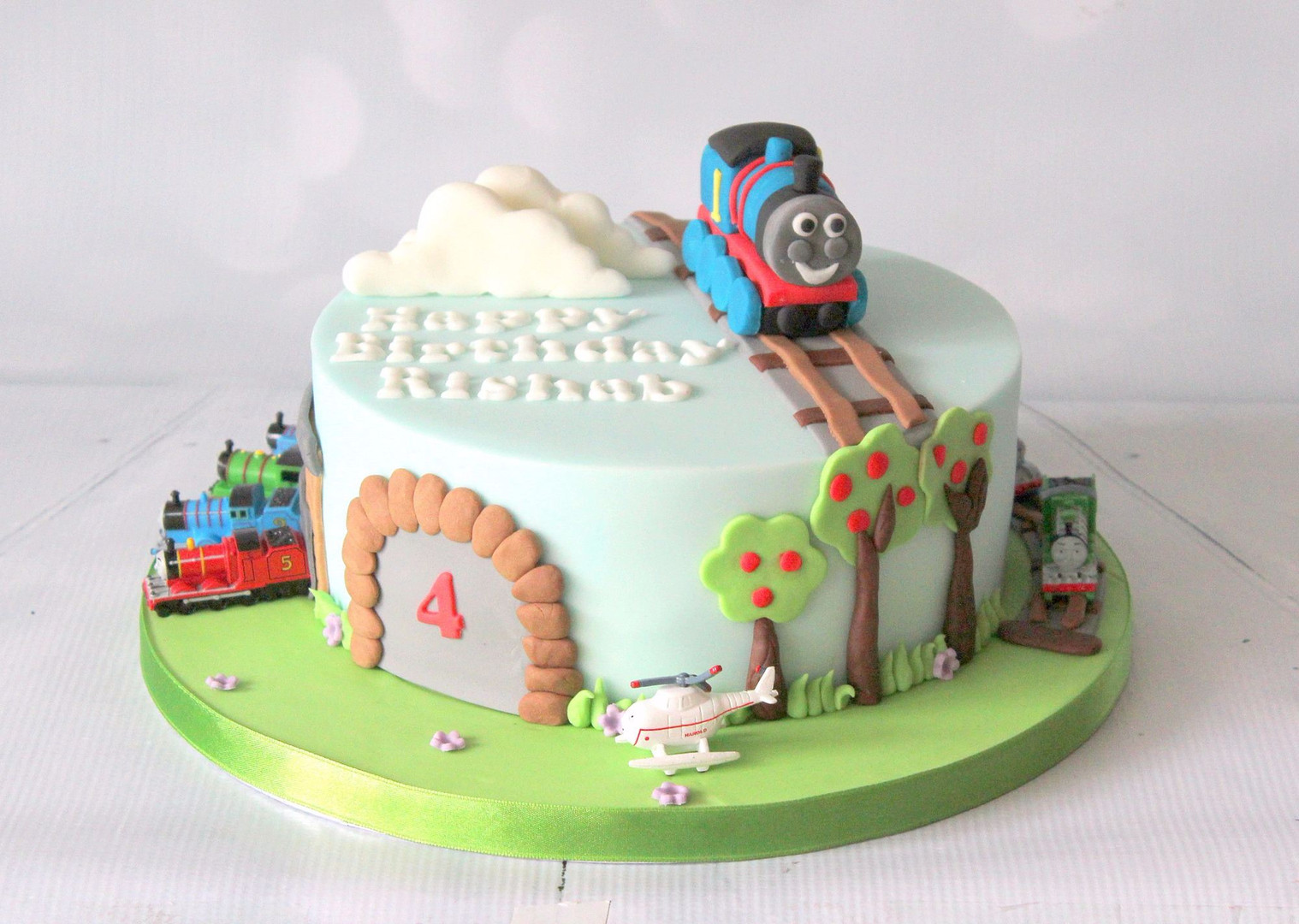 Thomas the Tank Engine cake with figures