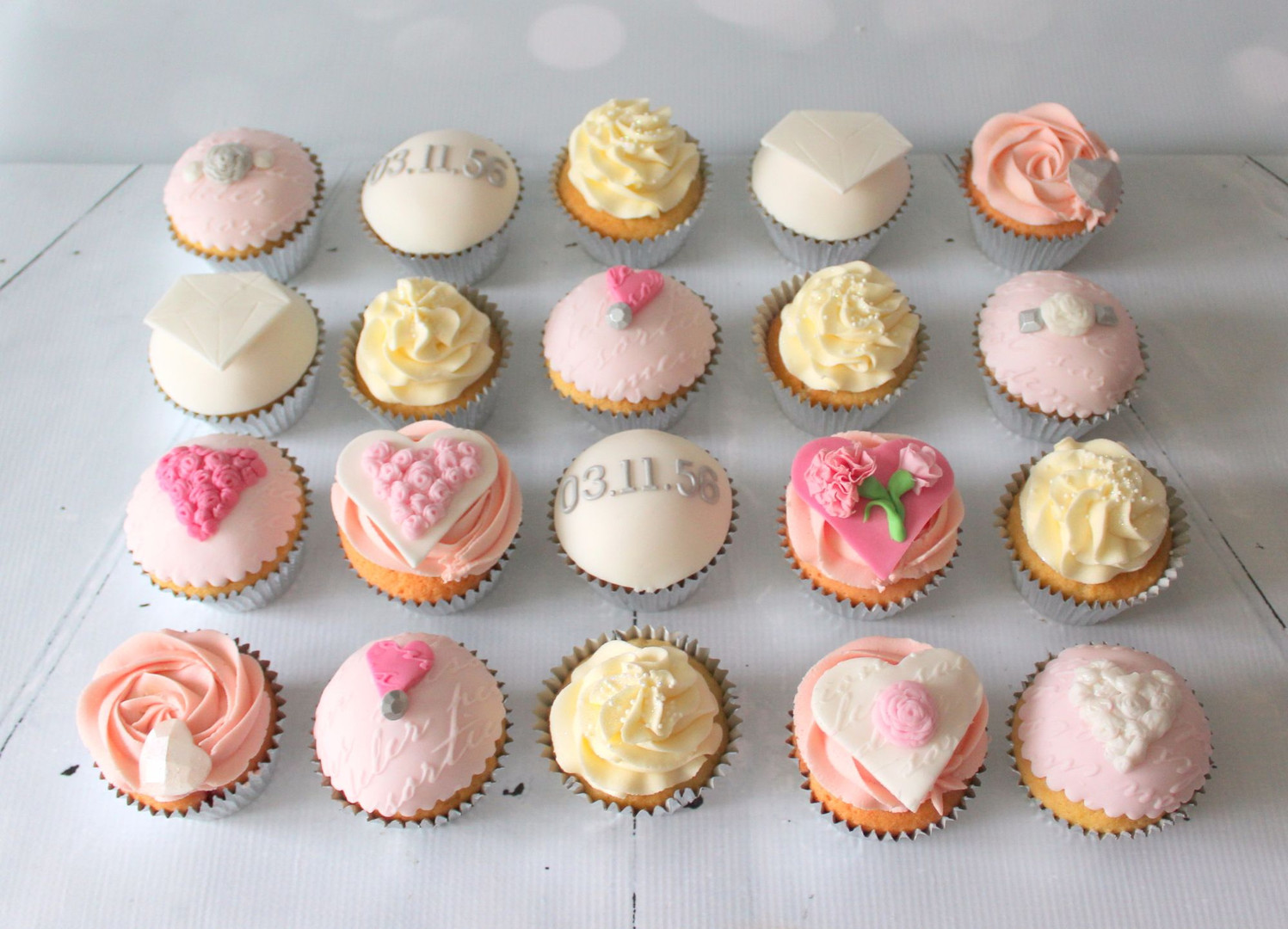 Save the date cupcakes