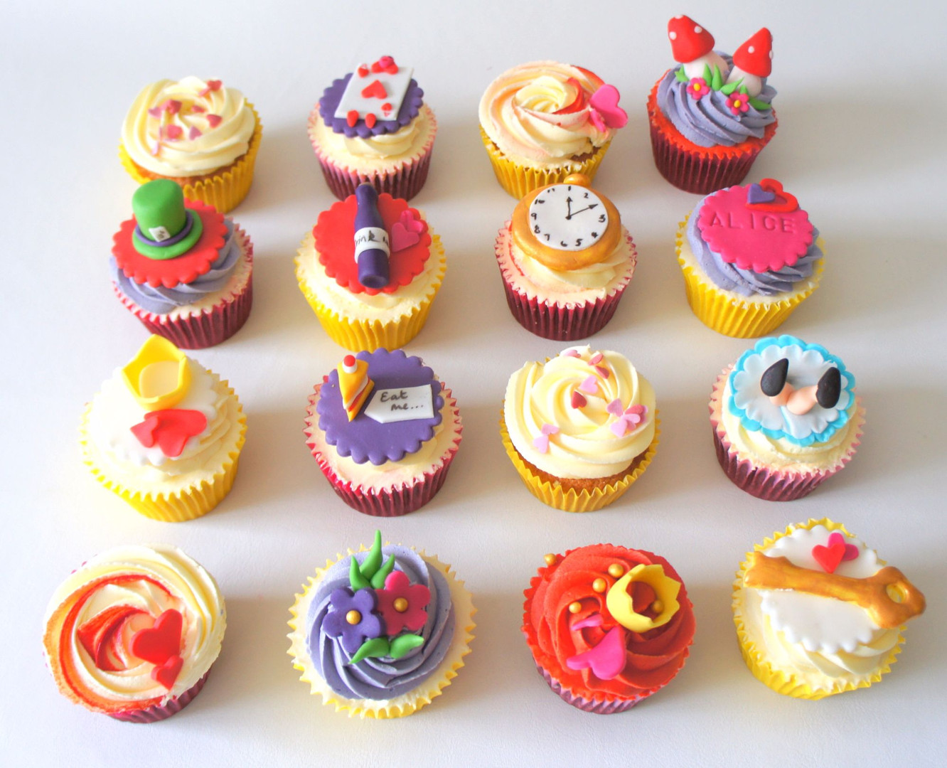 Alice in Wonderland Cupcakes.jpg