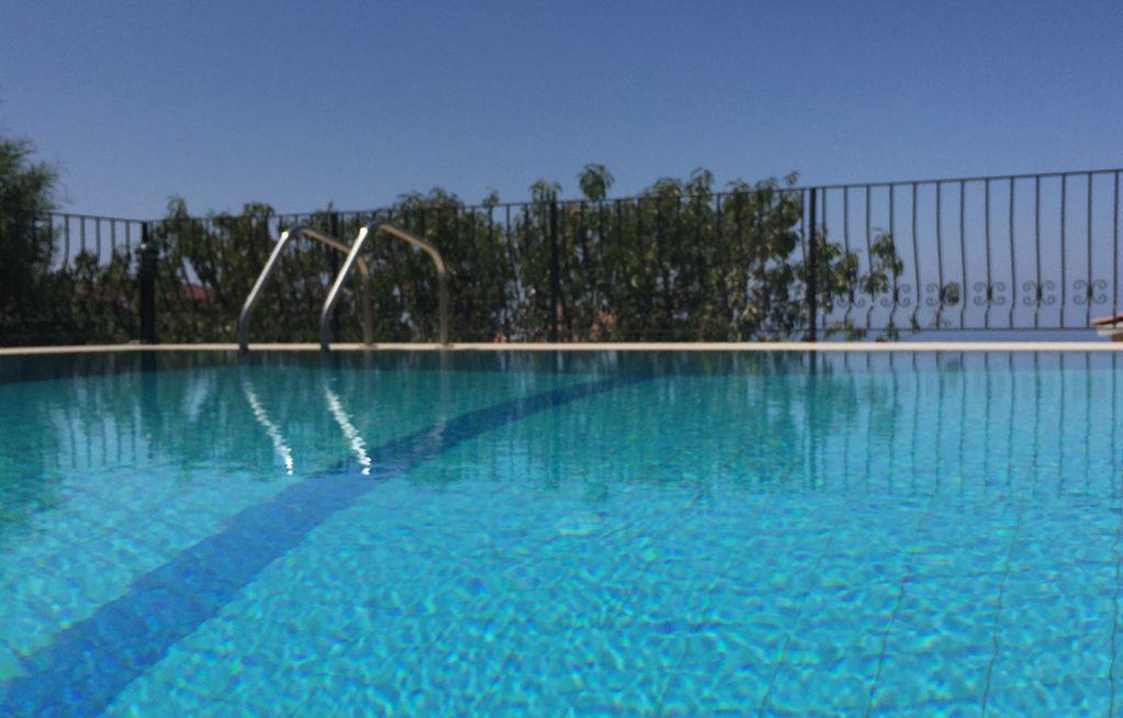 Private pool Bellapais
