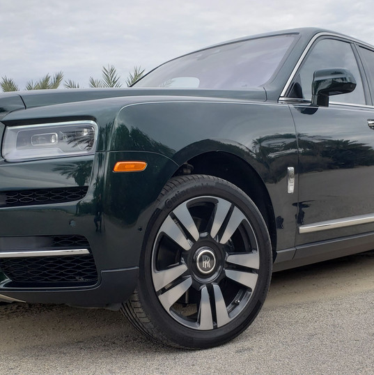 2019 Rolls Royce Cullinan front quarter