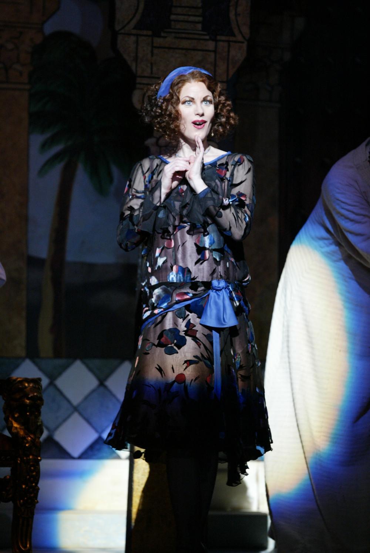 """Isabella (Jennifer Dudley) in Fort Worth Opera's """"The Italian Girl in Algiers"""" 2004; photo by Ellen Appel."""