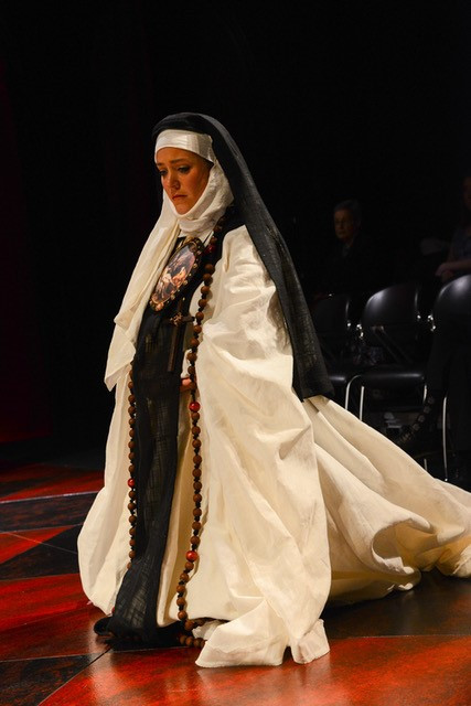 Soprano Corrie Donovan as a nun carring for Sor Juana in her final hours, photo by Ellen Appel