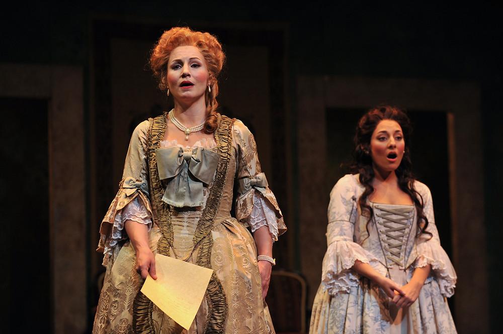 Jan Cornelius (The Countess) and Andrea Carroll (Susanna) sing Che soave zeffiretto; photo by Ellen Appel