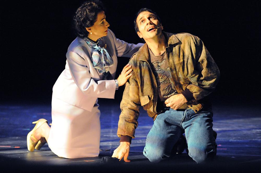 David Adam Moore as Pryor Walter, with soprano Janice Hall (Hannah Pitt). Photo by Ellen Appel