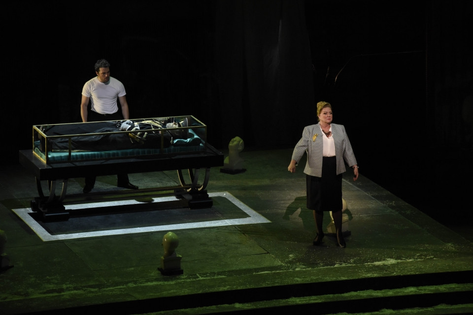Wes Mason (Hamlet) and Robynne Redmon (Gertrude) in Fort Worth Opera's 'Hamlet'
