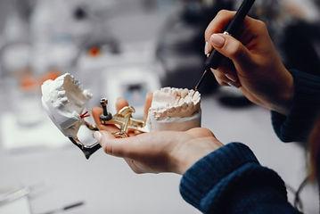 laboratorio-protese-dentaria.jpg
