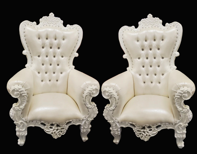 Black Friday Special 🛍️ Throne Chairs $150 per chair BOOK THIS WEEK $150 for two