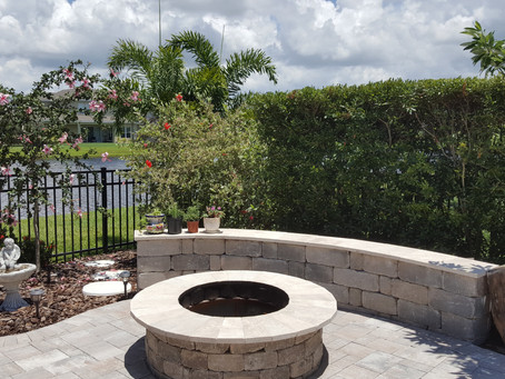 Privacy in These Tiny Florida Yards
