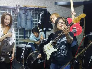スタジオ練習。