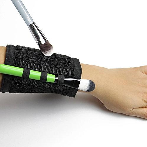Armband brush cleaner