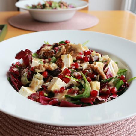 Salat mit Schafskäse, Feigen und Sesamdressing