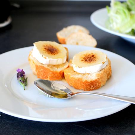 Ziegenkäse-Crostini mit Lavendelhonig