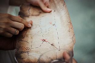 map_person_ring_hand_treasure_hunt-65180
