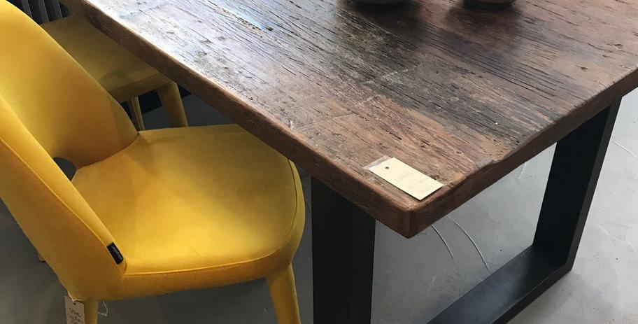 Tischplatte massiv, Tischfüsse aus Eisen geschwärzt