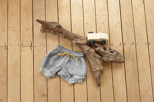 Linen shorts with cuff