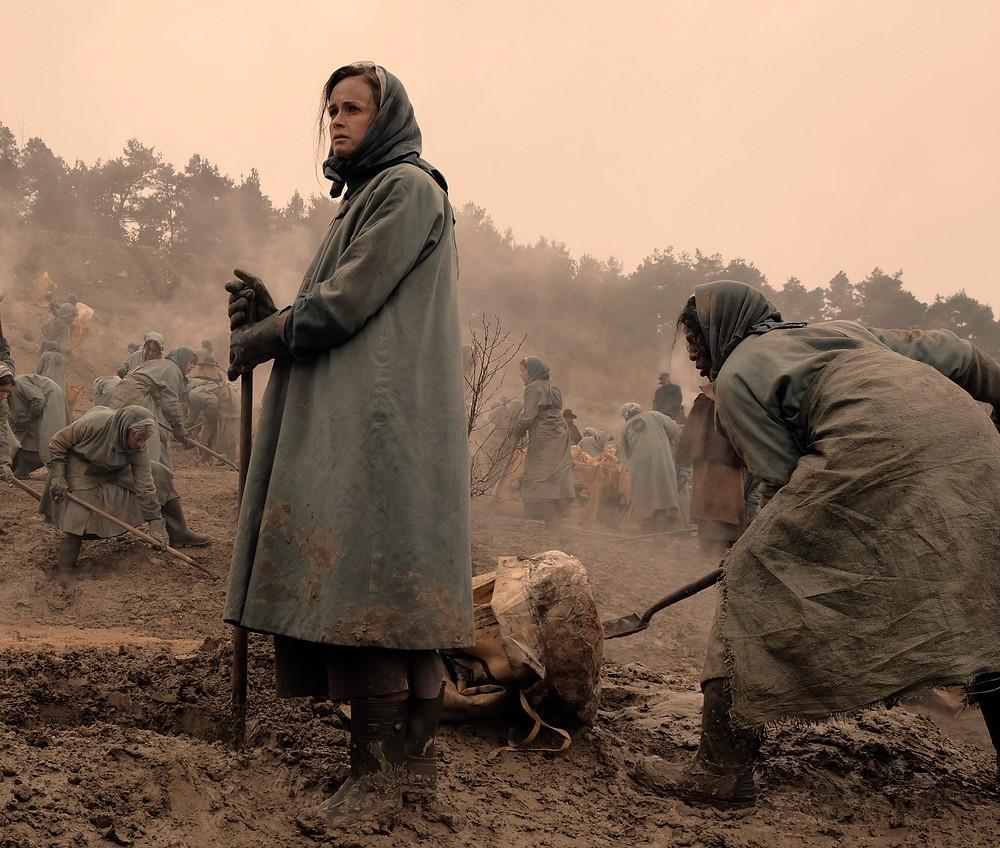 Alexis Bledel returns in season 2 of The Handmaid's Tale as the doomed Ofglen (Emily)