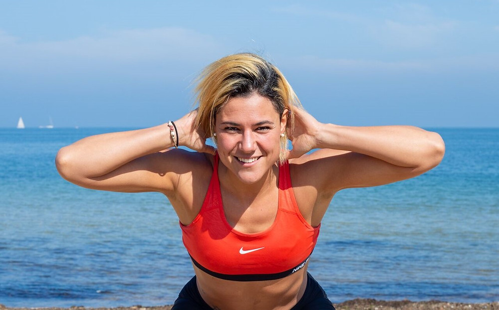 Personal Trainer Eleonora Celada shows you the five most effective exercises to work your glutes at home.
