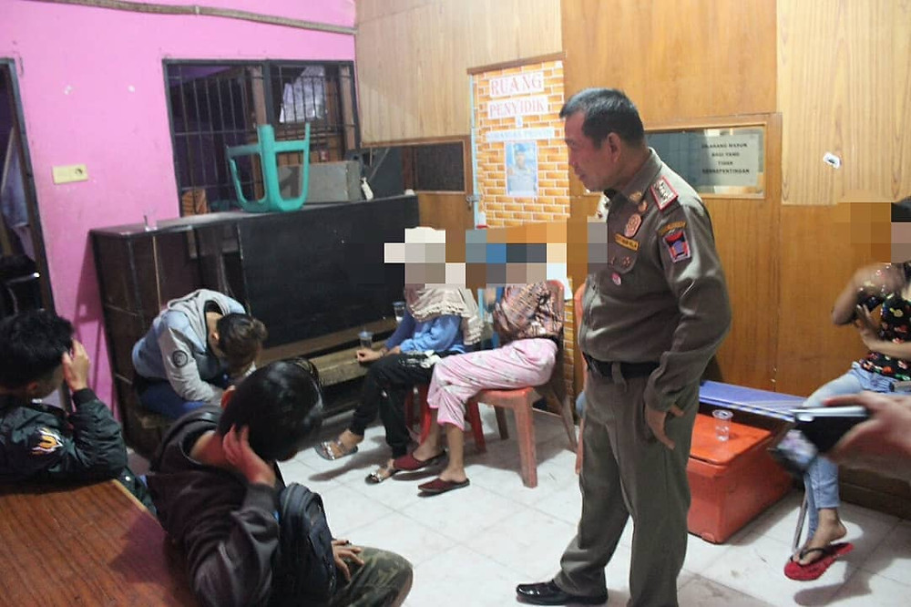 10 women assumed to be lesbians have been arrested in West Sumatra, Indonesia, under a crackdown on the LGBTI community which began in 2016. The women will be sent to an educational program.