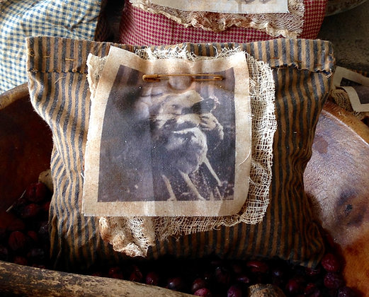 """""""In Love"""" Very Primitive Sawdust Pillow"""