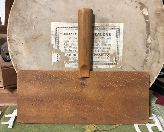 NEW!  Antique Olde Wool Carder #32