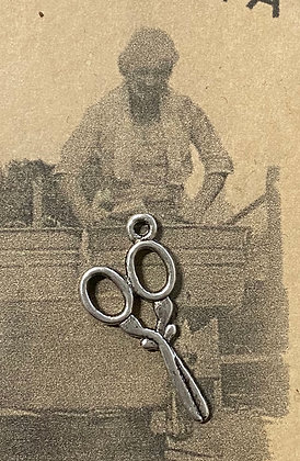 """NEW!  """"Sewing Scissors"""" Sewing Charm"""