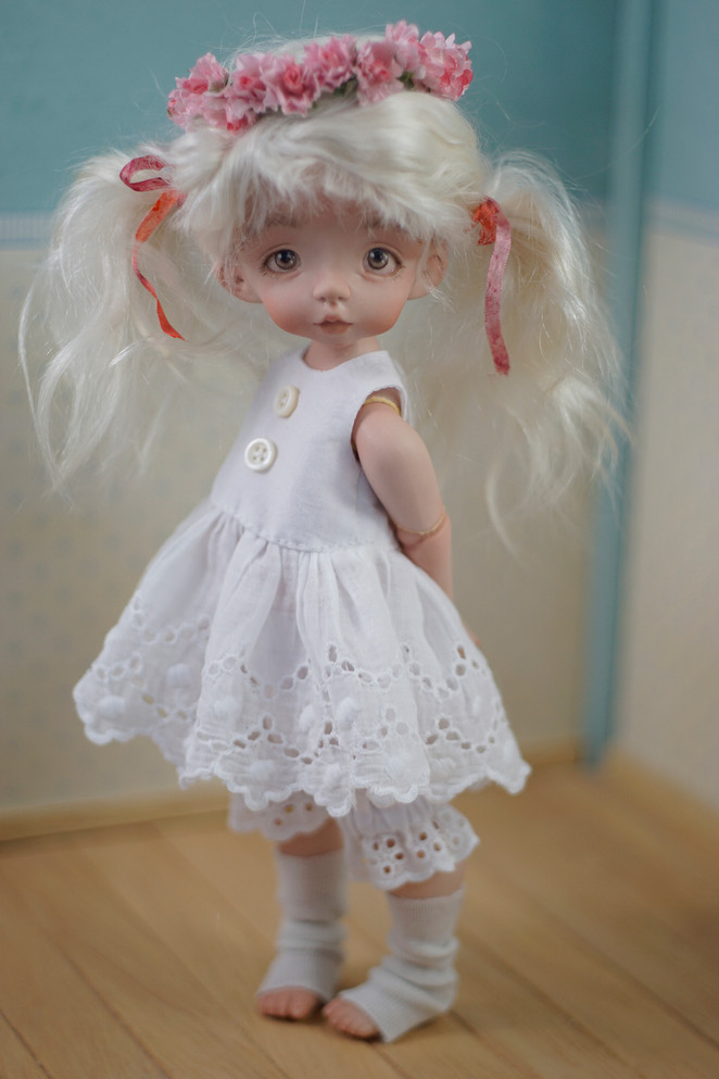 Lulù, porcelain doll (closed mouth)
