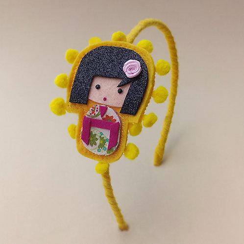 Tiara Kokeshi Amarela moda feminina infantil acessórios para meninas estilo boneca japonesa
