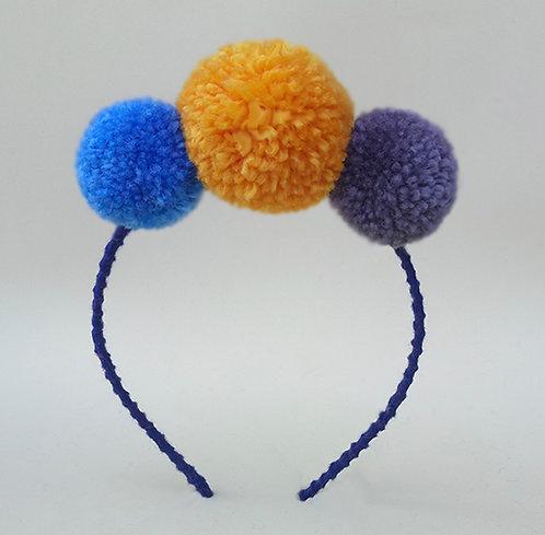 Tiara pompom 3 cores azul amarelo cinza enfeite de cabeça