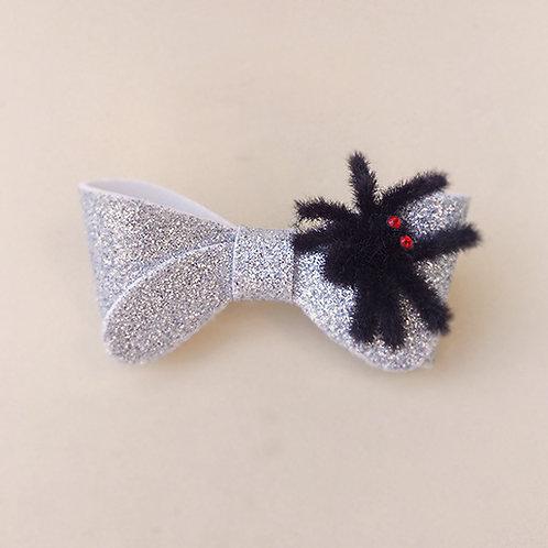 Presilha Laço Prata com Aranha Halloween dia das bruxas acessórios para meninas moda infantil acessórios femininos