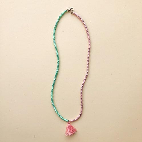 Colar Missangas Verde e Rosa com Franja Rosa moda feminina acessórios para meninas moda infantil
