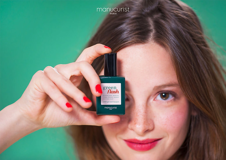 Pose de vernis semi-permanent Green Flash - Pieds - Manucurist