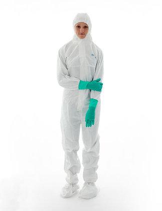 סרבל סטרילי עם הוד ומגפיים BioClean