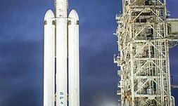 Space X continue sa conquête du marché spatial avec le premier succès commercial du Falcon Heavy