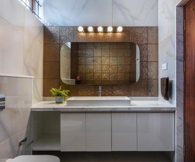 Gelani Residence Daughter's Bathroom