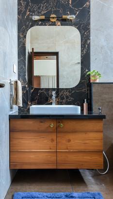 Gelani Residence Master Bathroom