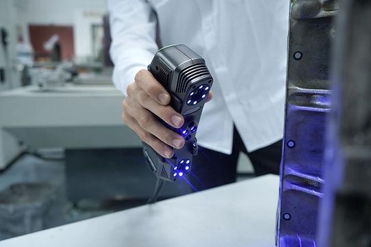 3D Scanner SIMSCAN von Scantech bei IBS Quality GmbH. IBS Quality ist offizieller Vertriebspartner für 3D-Scanner der Firma Scantech. 3D-Scanner kaufen, Beratung und Support - wir unterstützen Sie gerne bei Ihrem 3D-Scanning Vorhaben. SIMSCAN ist ein sehr handlicher, kleiner aber äußerst leistungsfähiger 3D-Scanner.