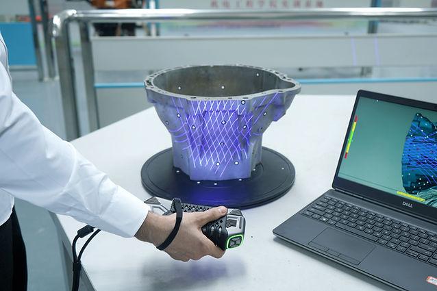 3D Scanning von Bauteilen durch den neuen 3D Scanner SIMSCAN von Scantech. IBS Quality GmbH ist offizieller Vertriebspartner für 3D Produkte der Firma Scantech. Durch seine Handlichkeit eignet sich der SIMSCAN besonders für schwer zugängliche Stellen. Sie wollen eine Demo? IBS Quality GmbH hilft ihnen gerne weiter.